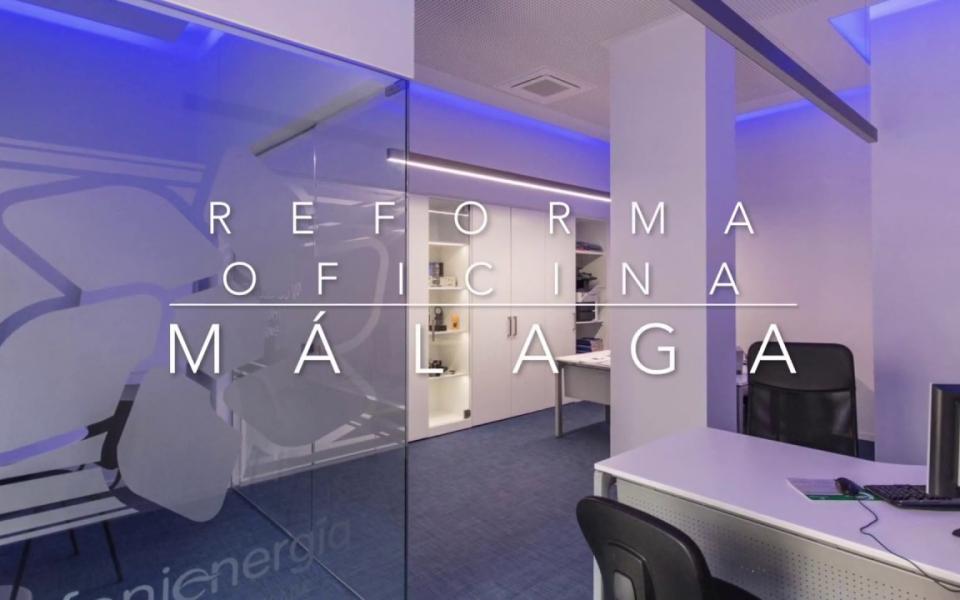 Reforma integral de oficina con pavimento vinilico, pladur, madera lacada y cristal en Malaga