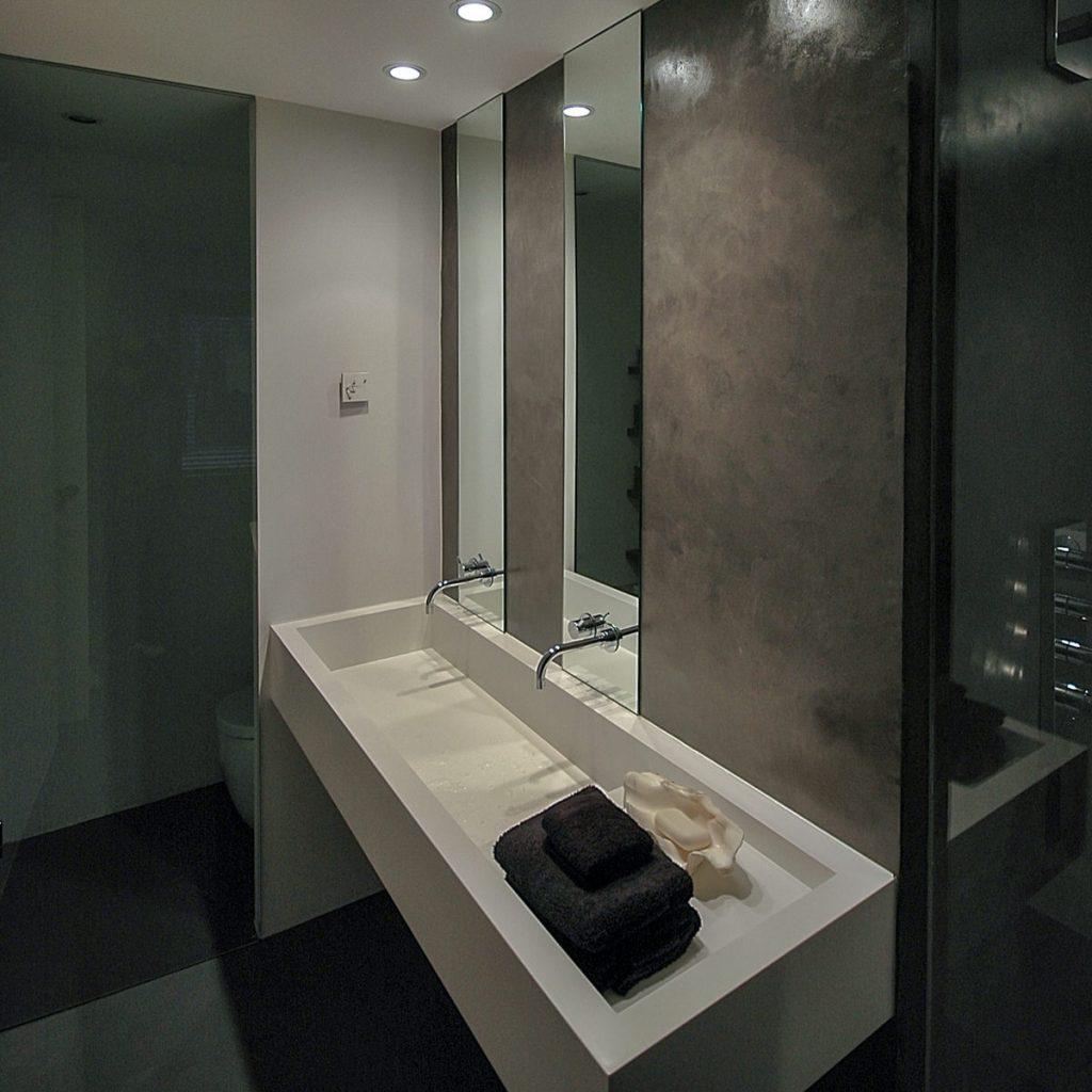 reforma de vivienda con pladur microcemento madera y cristal en Málaga 6