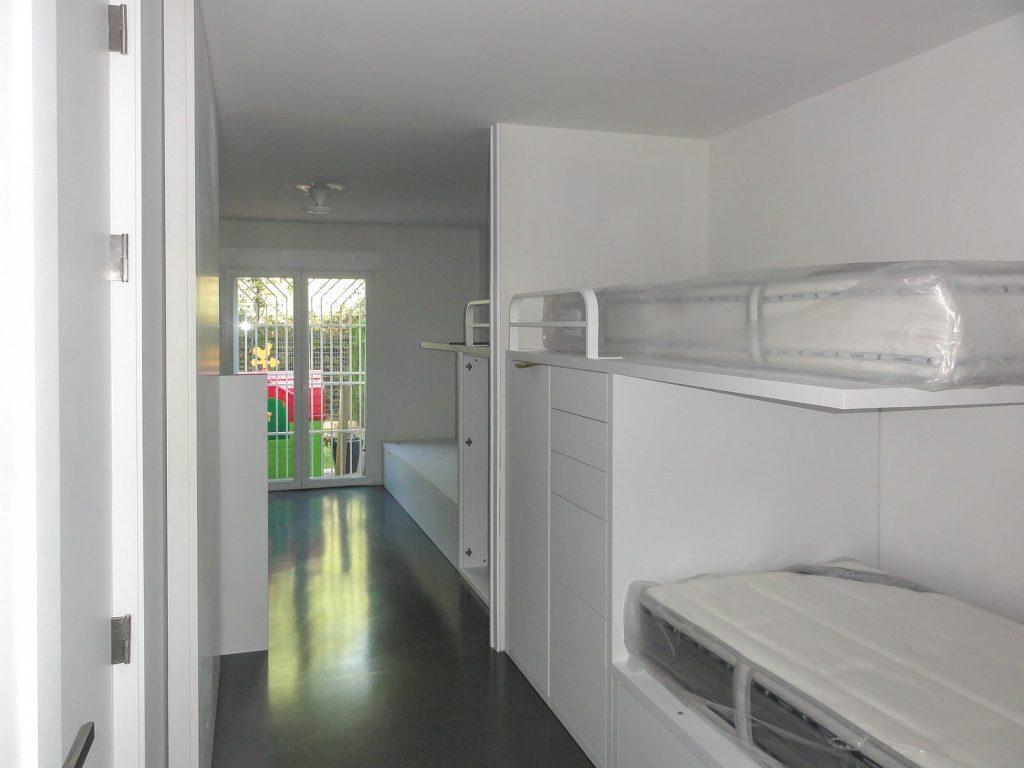 reforma de vivienda con pladur microcemento madera y cristal en Málaga 7
